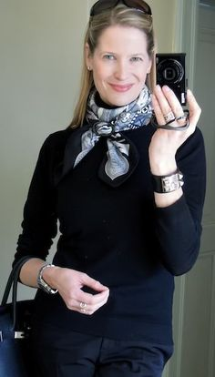 La Femme aux Semelles de Vent, MaiTai on how to wear, tie and knot a Hermes scarf or shawl, capsule wardrobe, how to use horn scarf or shawl ring Scarf Wearing Styles, Scarf Styles, Ways To Wear A Scarf, How To Wear Scarves, 60 Fashion, Fashion Outfits, Womens Fashion, Preppy Style, My Style