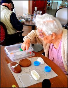 Activities For Seniors With Dementia People Referral: 6233359656 Nursing Home Crafts, Nursing Home Activities, Elderly Activities, Senior Activities, Montessori Activities, Therapy Activities, Easter Activities, Dementia Crafts, Alzheimers Activities