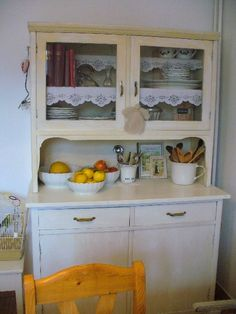 Kitchen Dresser, Kitchen Cabinets, Dressers, China Cabinet, Cottages, Kitchens, Shabby Chic, Design Inspiration, Storage