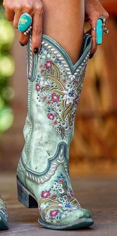 Look Fashion, Fashion Shoes, Fashion Accessories, Autumn Fashion, Fashion Tips, Cowgirl Style, Cowgirl Boots, Western Wear, Western Boots