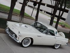 SEXY oldtimer! 1956 Ford Thunderbird. Hope I can get one for my car collection ;-) #horsepower #classiccars #motorstyle