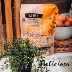 En #CUMEY somos como la gente real ¡originales! Nuestro nombre #CUMEY está inspirado en la palabra sabor en arhuaco, porque es eso precisamente lo que somos el sabor puro de los cereales que nos ha dado la tierra generosa como alimento y disfrute.  🌾 Puro sabor de la naturaleza, para ¡gente real!. 🥞 #tasty #cereal #desayuno #happy #avena #pasas #uvas 🌾 Un producto con el sello @pronalce Cereal Mix, Dado, Cholesterol, Raisin, Fruit, Coffee, Grains, Food Items, Oatmeal