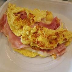 Oggi impariamo a preparare l'omelette classica, una piatto francese, ideale da farcire con verdure di stagione per un pranzo gustoso e veloce.