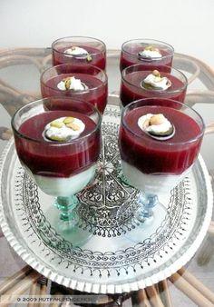 Erikli Kup Dessert In A Mug, Dessert Cups, Dessert Recipes, Glace Fruit, Turkish Recipes, Ethnic Recipes, Foods To Eat, Coffee Cake, Healthy Desserts