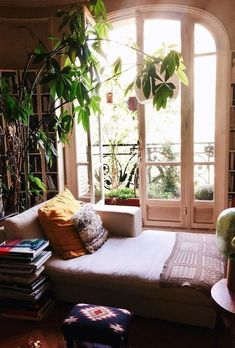 bohemian living room with big plants and bookcases &; bohemian living room with big plants and bookcases &; Steffi Martens Wohnen bohemian living room with big plants and […] room apartment big European Apartment, Apartment Living, Bohemian Apartment, Cosy Apartment, Bohemian Living Spaces, Apartment Plants, Bedroom Apartment, Home Design, Interior Design