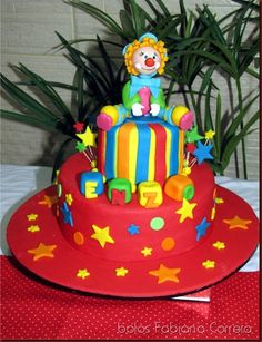 torta y payaso Fondant Tutorial, Beautiful Cakes, Birthday Cake, Clay, Desserts, Food, Bernardo, Clowns, Angeles