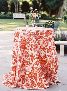 La Tavola Fine Linen Rental: Twitter Tangerine | Photography: Allison Kuhn Photography, Event Planning: Come + Together Events, Floral Design: New Creations Flower Company, Stationery: Elisabeth Rose, Venue: The Duke Mansion, Rentals: Party Reflections