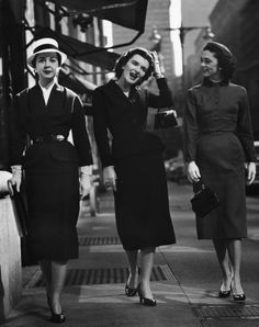 1953 These impeccably dressed ladies take the teeniest, tiniest bags with them on a stroll.