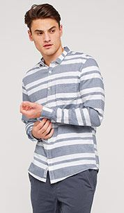 Leisure shirt with stripes in blue / white