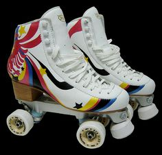 Patines con detalles de colores Best Roller Skates, Retro Roller Skates, Roller Disco, Roller Derby, Roller Skating, Skating Rink, Figure Skating, Skate Party, Casual Sneakers