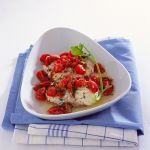 Scopri su Sale&Pepe come preparare una gustosa ricetta mediterranea di pesce al forno: i medaglioni di rana pescatrice con pomodorini ciliegia.