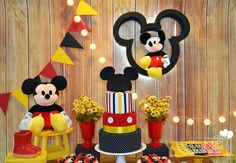 Mickey Party Decorations, Mickey Mouse Theme Party, Fiesta Mickey Mouse, Mickey Mouse Clubhouse Birthday Party, Mickey Mouse 1st Birthday, Festa Mickey Baby, 1st Birthday Pictures, Mouse Parties, Grande