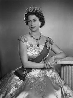 houseofwindsor:  Queen Elizabeth II by Dorothy Wilding, 1956