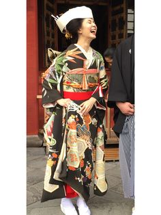 日本古来の古典柄を取り入れるのがスタイリッシュ Kimono Dress, Kimono Top, Wedding Kimono, Wedding Dresses, Japanese Costume, Japanese Wedding, Yukata, Kimono Fashion, Traditional Dresses
