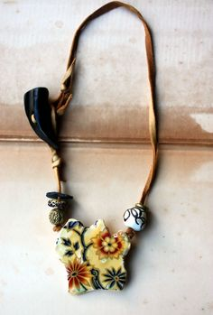 Flowers On My Mind Choker/Collier Necklace With Artisan Beads Textiles, Mixed Media Jewelry, Black Eyed Susan, Look Chic, Lampwork Beads, My Coffee, Leather Cord, Horns, My Life