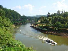 Varen over de #RiverKwai in #Kanchanaburi #thailand #travelsmartnl
