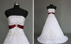 Ausgefallenes weißes Brautkleid in A-Linie ★ mit weißer Schleppe ...