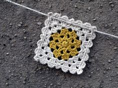 Cute little square. Haven't checked to see if there is a pattern or chart. HANDMADE SYSY: crochet