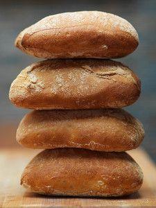 Boxwood Ciabatta Hot Dog Buns, Hot Dogs, Ciabatta, Bread Recipes, Hamburger, Foodies, Eye Candy, Bakery Recipes
