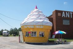 Twistee Treat, along U.S. Route 66 in Illinois