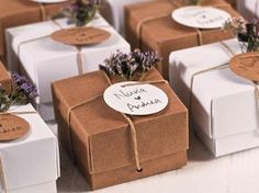 Lavender & Kraft A match made in heaven for your weddding favour boxes! Lavender & Kraft A match made in heaven for your weddding favour boxes! Creative Gift Wrapping, Creative Gifts, Wedding Favor Boxes, Wedding Gifts, Favour Boxes, Wedding Cards, Wedding Doorgift, Christmas Wrapping, Gift Packaging