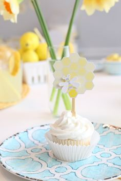 Host A Simple Sunday Brunch For Mother's Day | Make Easy Honey Bee Cupcake Toppers | Kim Byers #brunch #yellow