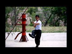 Yip Man Wing Chun 詠春拳: Basic Footwork Wing Chun Martial Arts, Kung Fu Martial Arts, Chinese Martial Arts, Martial Arts Training, Wing Chun Dummy, Wing Chun Wooden Dummy, Martial Arts Techniques, Self Defense Techniques, Bruce Lee