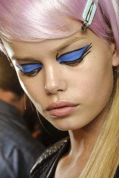 Las claves del color de las tendencias de belleza vistas en NYFW: el look neo punk de Anna Sui