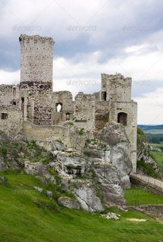 Old+castle+ruins+in+Poland+in+Europe