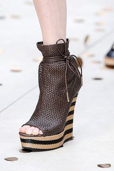 Wedges for everyone! This is what Burberry Prorsum prepared for Spring/Summer 2012! You can see here the Ready-To-Wear Women Collection!                            @expono @facebook @hi5 @identi @jaiku @kewego @lj @myspace @photobucket @plaxo @plerb @soundclo The New Bandolino Women's Greatgal Peep-Toe Pump