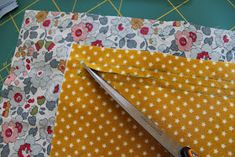 Den lille havtaske: Toilettaske med lomme DIY Continental Wallet, Patches, Sewing, Make Up, Tutorials, Scrappy Quilts, Dressmaking, Couture, Stitching