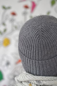Rib Hat pattern by Scott Scholz : Essentially, a cheat sheet of a pattern to make a rib hat in a number of various yarn weights and needle sizes. Mens Hat Knitting Pattern, Beanie Pattern Free, Mittens Pattern, Loom Knitting, Knitting Stitches, Knitting Patterns Free, Knitting Needles, Knitting Designs, Knitting Projects