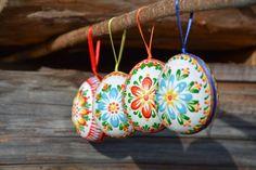 Výsledok vyhľadávania obrázkov pre dopyt veľkonočné vajíčka zdobenie Egg Art, Egg Decorating, Gourds, Old And New, Easter Eggs, Wax, Design Ideas, Christmas Ornaments, Holiday Decor