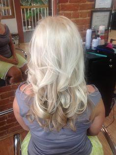 Baaardzo jasny blond od J Beverly Hills