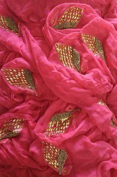 Buy online Pink Pure Chiffon Saree With Hand Kundan And Resham Work Online.Shop more Handloom Saree With Hand Kundan And Resham Work at Luxurionworld. Khadi Saree, Organza Saree, Chiffon Saree, Gota Patti Saree, Bridal Mehndi Dresses, Bollywood Designer Sarees, Modern Saree, Embroidery Suits Design, Saree Photoshoot