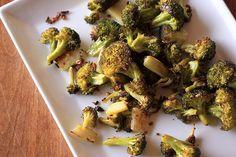 Crispy Broccoli with Garlic and Lemon - Dulcedo  http://dulcedoblog.blogspot.com/2015/05/crispy-broccoli-with-garlic-lemon.html