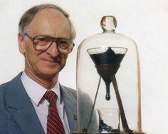 El experimento de la gota brea, cazado 83 años después http://blogs.20minutos.es/clipset/el-experimento-de-la-gota-brea-cazado-83-anos-despues/