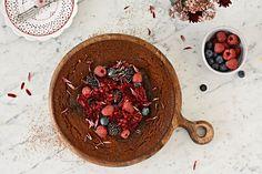 Čokoládový koláč Acai Bowl, Breakfast, Food, Acai Berry Bowl, Morning Coffee, Essen, Meals, Yemek, Eten
