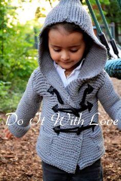Häkle Deinem Kind einen tollen Kinder-Mantel / Duffle Coat. Das sieht gut aus und ist angenehm warm. Probiers aus, lad die Anleitung runter und leg los. ✿