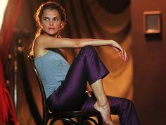 love the lighting and those purple pants..LOVE!