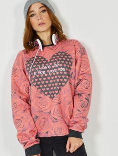 """Sudadera sublimada con estampado Rosas y corazón """"Love me Like you do"""" Compra online las últimas tendencias en moda joven y sudaderas para chica y moda unisex a unos precios economicos. Las sudaderas más divertidas y originales, con capucha, sin capucha, para tus momentos deporitvos y para tu moda más casual. #sudaderas #sublimadas #rosas #modacasual #tiendajoven #corazon #tumblr #modajoven"""