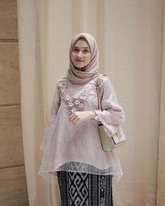 Likes 253 Comments Dwi Handayani Syah Putri (Dwi Handayani Syah Putri) Kebaya Modern Hijab, Kebaya Hijab, Batik Kebaya, Kebaya Dress, Kebaya Muslim, Muslim Dress, Hijab Dress Party, Hijab Style Dress, Casual Hijab Outfit