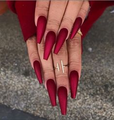 We like unique and attractive matte nails. They apply to informal and formal activities. Matte nails can be paired with clothes of any color. Matte nails can be used in many colors and can be easily applied to fingers. Find more inspiration for yo Coffin Nails Matte, Red Acrylic Nails, Acrylic Nail Designs, Red Nails, Glitter Nails, Nail Art Designs, Nails Design, Dark Nails, Blue Glitter
