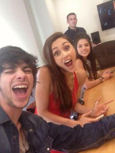 Marie Avgeropoulos, Devon Bostick & Lindsey Morgan #The100