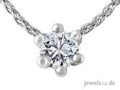 Collier in  Weissgold, bestehend aus einem Solitaire Diamant Anhänger und einer feinen Zopf - Halskette. Der Anhänger trägt einen lupenreinen, weissen Solitaire Diamant  im klassischen Brillant Schliff. Der lupenreine Brillant wird in einer sog. Krappen Fassung fest, von 6 kleinen Goldkrappen, gehalten.  Diamantschmuck als Geschenkidee zu Ostern gibt es edel und günstig bei www.jewels24.de Ihren Online Schmuck Shop aus Deutschland.   #ostern #geschenk #schmuck #brillant