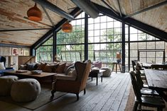 Architecture firm Michaelis Boyd collaborated with Soho House to design and develop a countryside retreat, Soho Farmhouse. Interior Design Examples, Interior Design Inspiration, Soho House Farmhouse, Soho Farmhouse Interiors, Quinta Interior, Casa Hotel, Warehouse Home, Cabinet D Architecture, Vintage Decor
