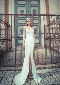 A Yaki Ravid~ Wedding dress. Lace Bodice , front slit Stunning