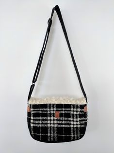 Handmade Uuru Shoulder Bag - Zenbu Home
