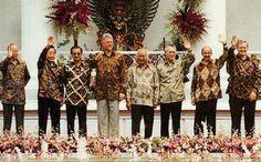 Batik karya Iwan Tirta. Asia-Pacific Economic Cooperation | Bogor, 1994.