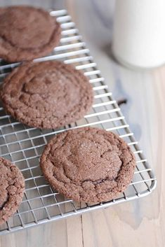 These super soft chocolate sugar cookies are easy as can be and so incredibly delicious! Bonus: cook them a few minutes longer for a thin and crispy cookie! Chocolate Sugar Cookie Recipe, Sugar Cookies Recipe, Yummy Cookies, Chocolate Cookies, Chocolate Recipes, Yummy Treats, Sweet Treats, Bar Cookies, Soft Baked Cookies